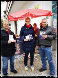 Am Infostand in Bernau mit Alexander Herkner und Britta Promann