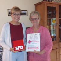 Bild: links Britta Promann, Landtagskandidatin Rosenheim Ost; Elisabeth Jordan, SPD Bezirksrätin